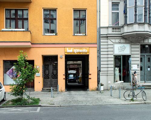 Einfahrt zur Tischlerei Ißleib in der Lützowstr. 93